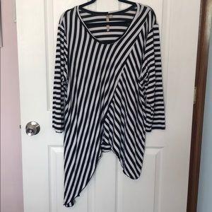 Comfy USA asymmetric hem tunic, 2x, EUC